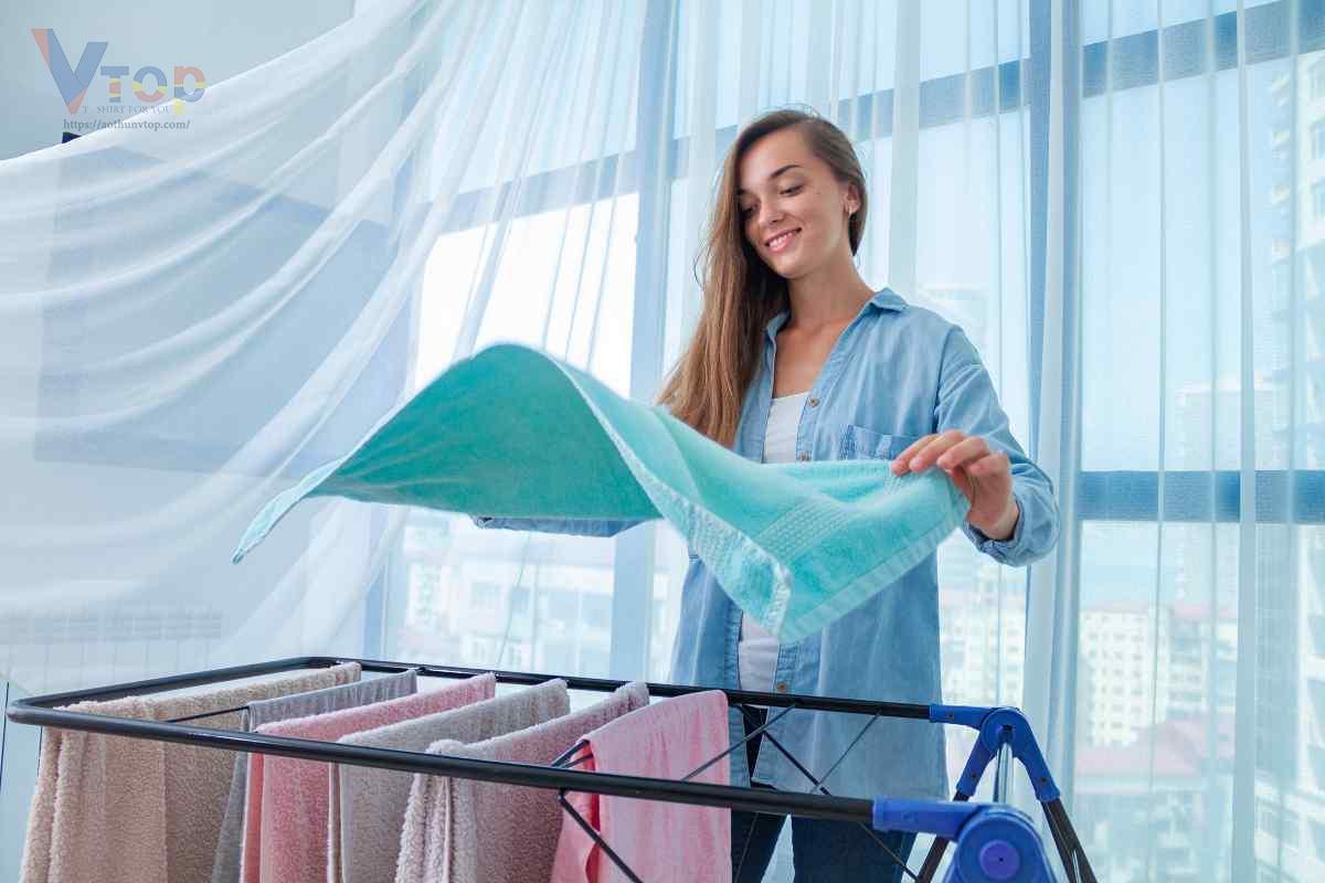 Giũ quần áo trước khi phơi là một cách làm khô quần áo nhanh