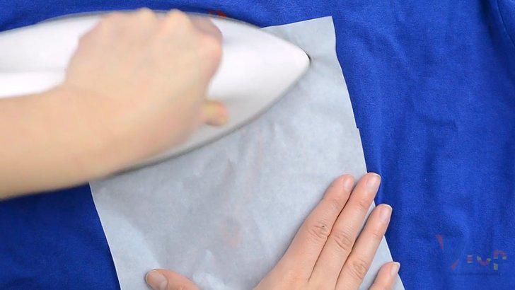 Cách xử lý hình in bị bong tróc trên áo bằng bàn là