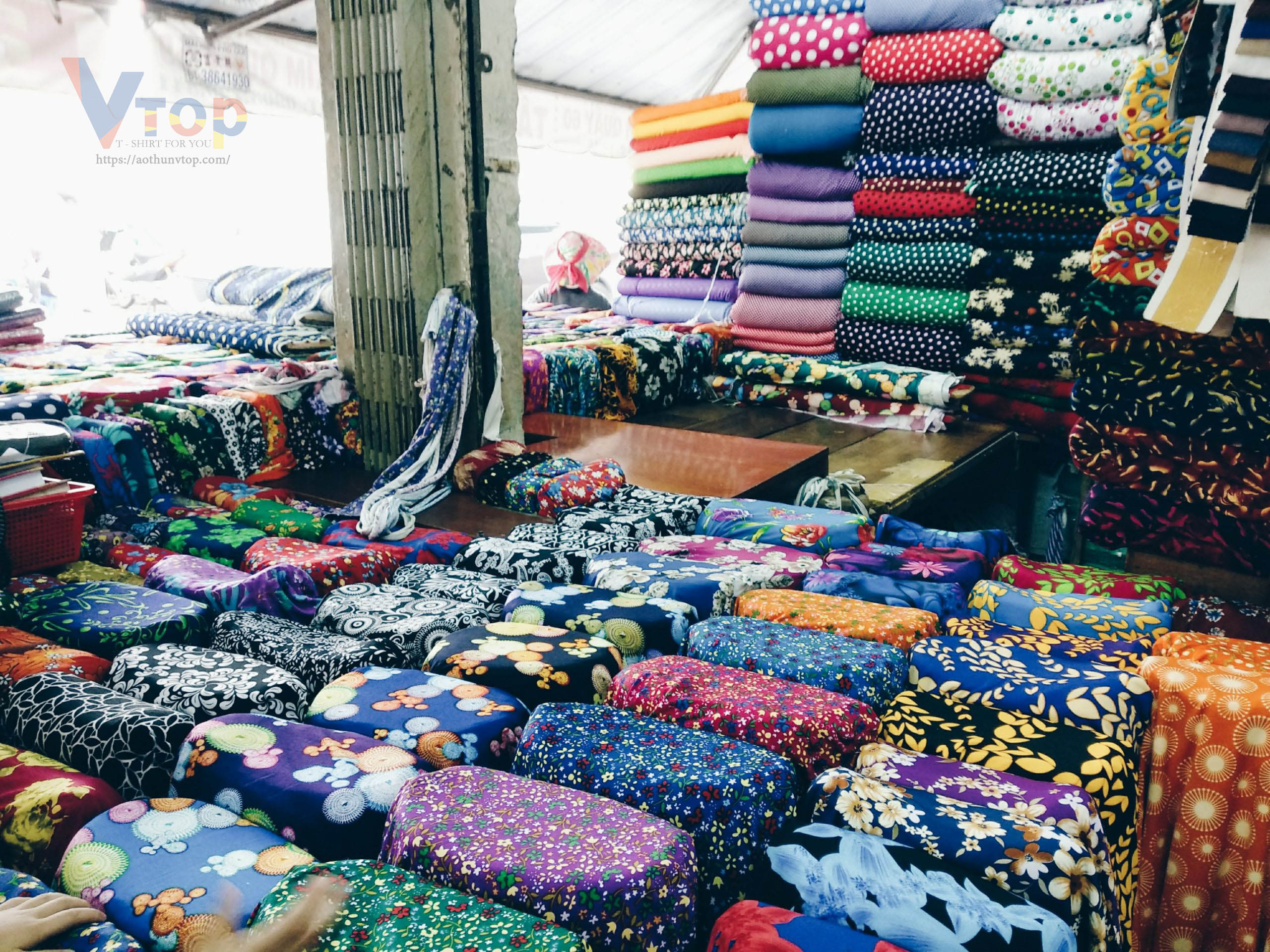 Mua vải ở chợ Trần Hữu Trang